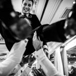 ¡Novio al vuelo! © Booda Fotografía