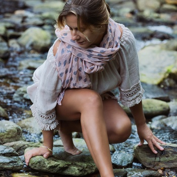 'Close to the river' - Model: Cristina Ruíz