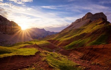 El valle verde y rojo, Hecho, Huesca.