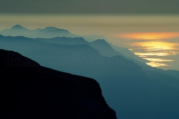 Atardecer en la cumbre del puig Major. Sierra de Tramuntana, costa norte, Mallorca