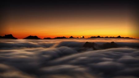 Mar de nubes desde La Raca hacia el Pirineo navarro