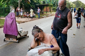 photo of pain in Cuba in a documental photography tour to cuba