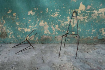 chair in havana 3 , photography tour by louis alarcon