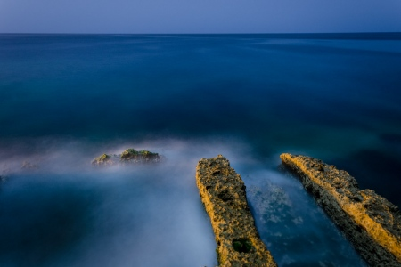 caribbean sea in Havana, photo taken by louis alarcon in a night photography course