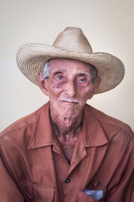 cuban portraits of old man 5 in photo travels to cuba with louis alarcon