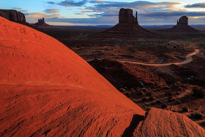 THE MONUMENT VALLEY-USA