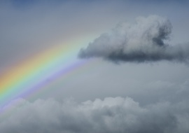 Cumulus humilis, en flecha, y arco iris