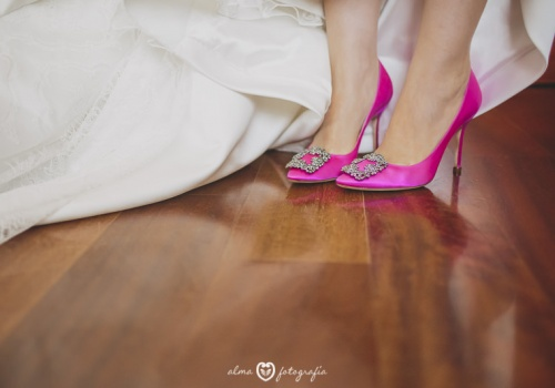 Alma-Fotografia-boda-zapatos-novia-Manolo-Blahnik1