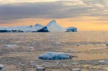 Tiempo milenario - Icebergs desprendidos del glaciar Sermeq Kujalleq, Bahía de Disko, Greenland. Edición: 10/10 + 2P/A