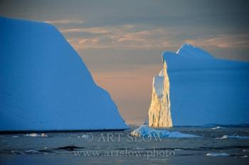 Catedrales de hielo - Icebergs desprendidos del glaciar Sermeq Kujalleq, Bahía de Disko, Greenland. Edición: 10/10 + 2P/A