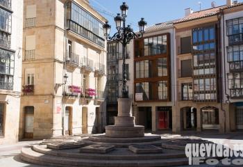 Plaza de Los Doce Linajes