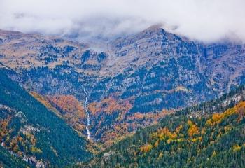 Valle de Bujaruelo con la cascada de Gabieto al fondo.