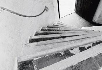 Escaleras entre la planta baja y la primera