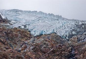 Fusión de glaciar y roca