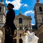 Una pareja de novios en El Escorial. © Booda Fotografía