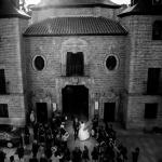 Novios saliendo de la Ermita de la Virgen del Puerto. © Booda Fotografía