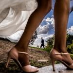 El novio; los zapatos de la novia. © Booda Fotografía