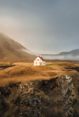 Solitary House (Snaefellsness Peninsula - 2015)