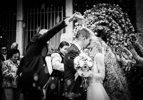 Artesano de la Luz - Lanzamiento de arroz en una boda en El Berrueco