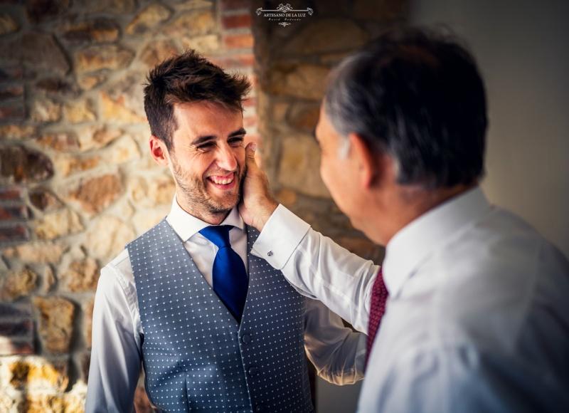 Artesano de la Luz - Fotografia de boda - novio con su padre
