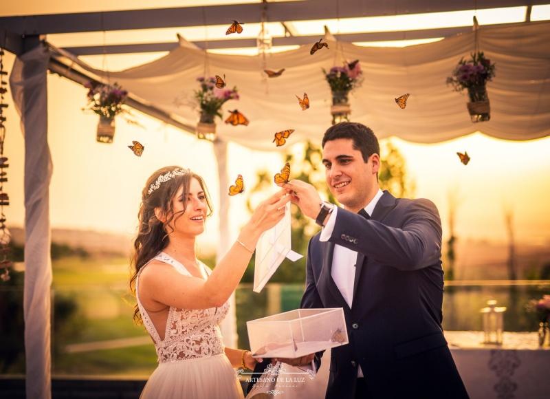 Artesano de la Luz - Ceremonia civil con suelta de mariposas en Club de Golf Retamares