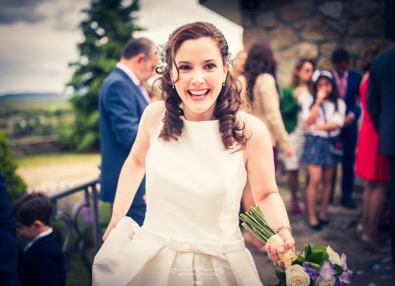 Artesano de la Luz - La felicidad de la novia tras su boda en la Sierra de Madrid