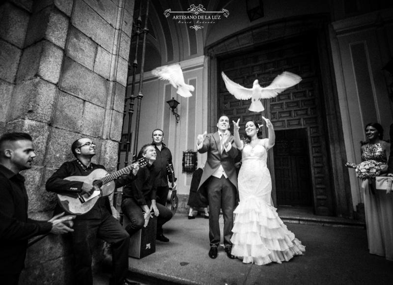 Artesano de la Luz - Suelta de palomas en una boda en Madrid