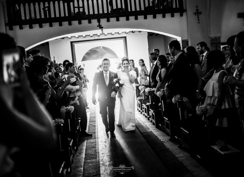 Artesano de la Luz - Entrada de la novia a la iglesia en Las Navas del Marqués