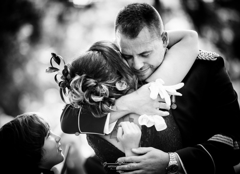 Artesano de la Luz - Abrazos en ceremonia civil en Aldea Tejera Negra