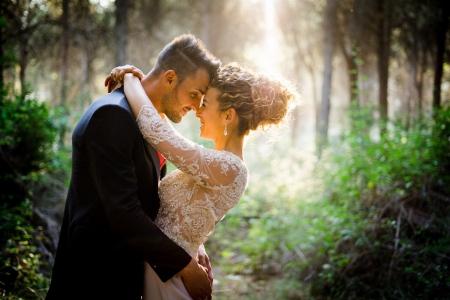 Los novios realizan sus sesión de fotos de boda