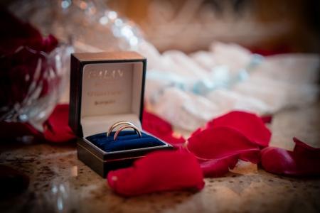 Detalle de las alianzas de boda