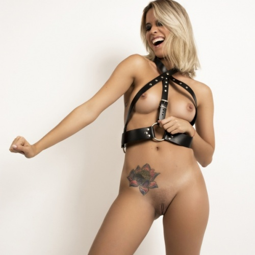 Melanie. Harness. 10 Pics.
