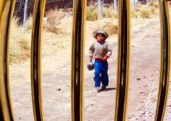 Niño en el altiplano
