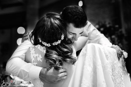 Abrazo con el hermano de la novia