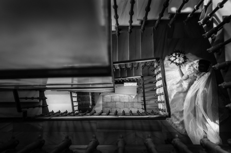La novia bajando las escaleras