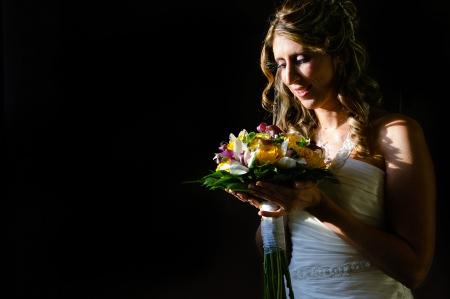 Mirando el ramo de la novia