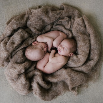 Newborn twins photography Barcelona-Mireia Navarro Photography