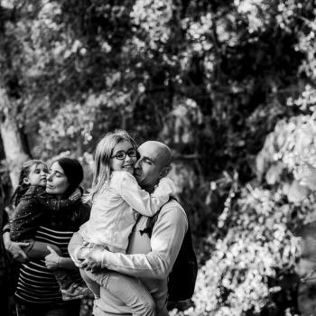 Fotografía familiar en bosque- Barcelona-Mireia Navarro Fotografía