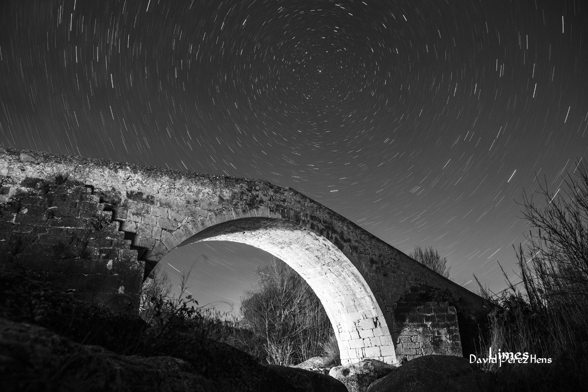 El puente y las estrellas - Cielos estrellados.  - Limes , David Pérez Hens