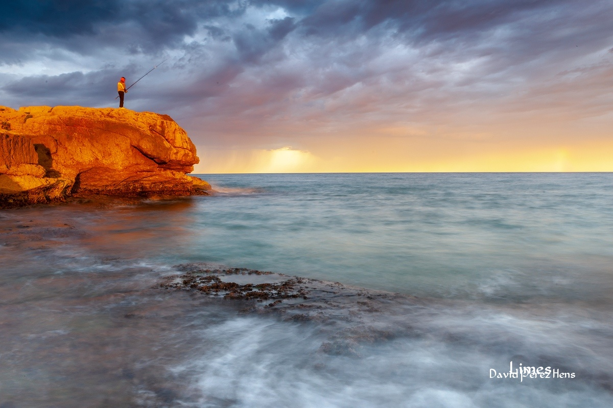 Pescando en la Playa Larga, Tarragona - Costa Mediterránea - Limes , David Pérez Hens