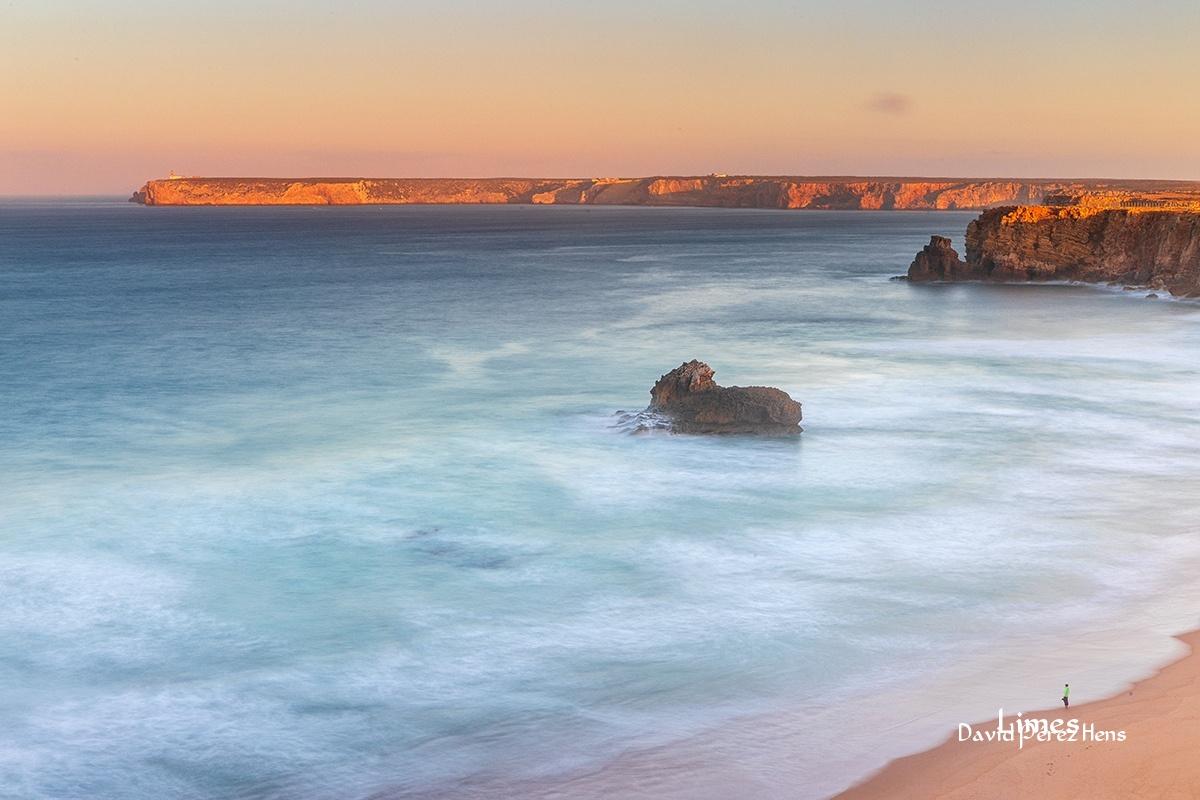 Contemplando el amanecer - Portugal. - Limes , David Pérez Hens