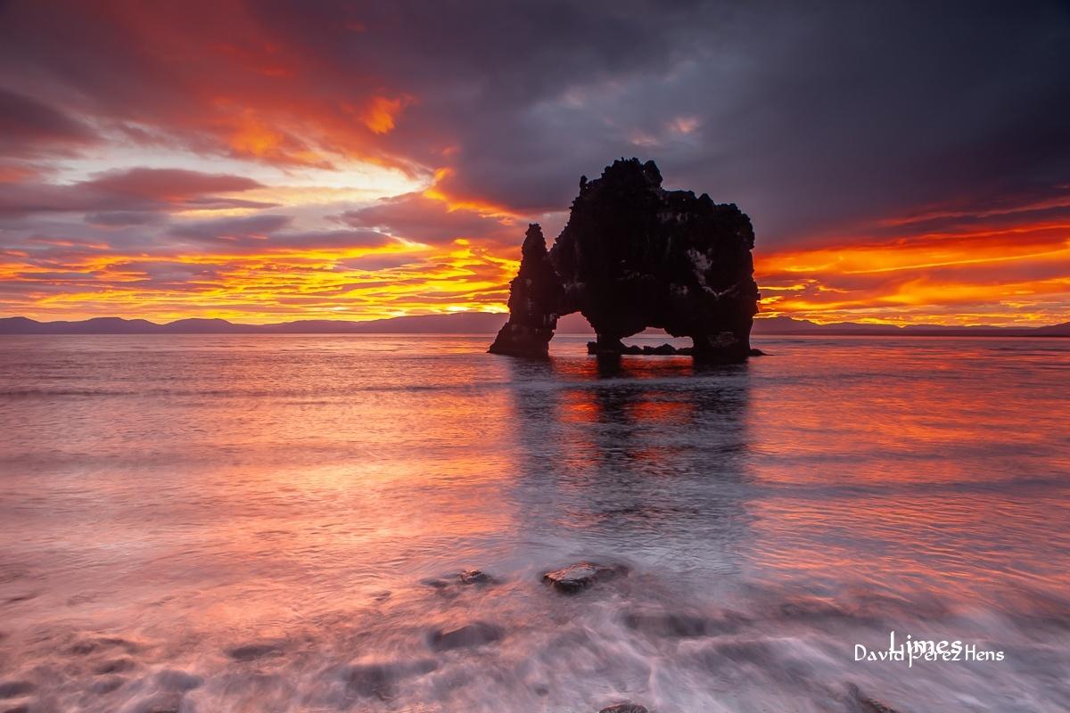 Amanece junto al trol - Islandia. - Limes , David Pérez Hens
