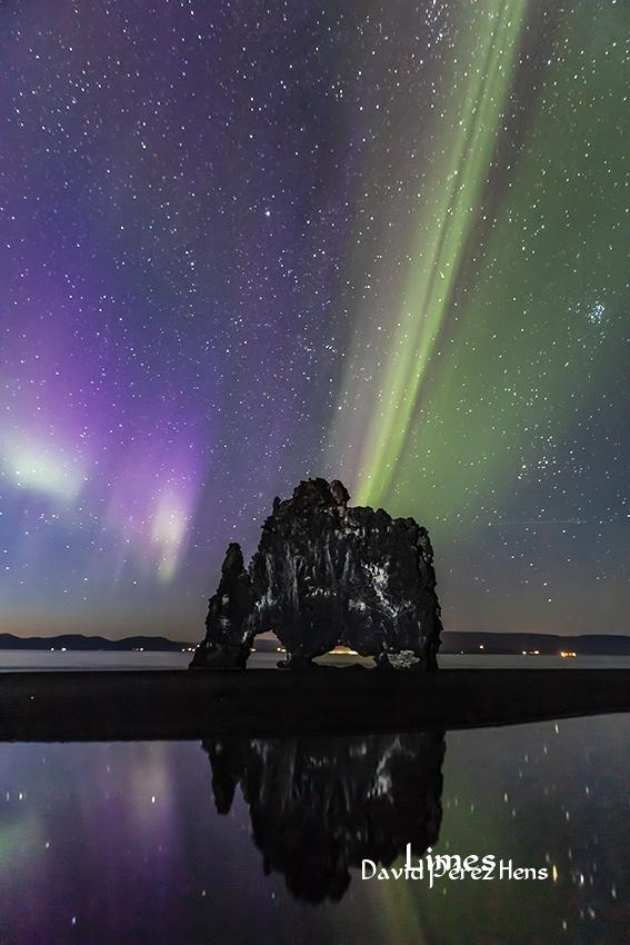 Aurora junto al trol - Islandia. - Limes , David Pérez Hens