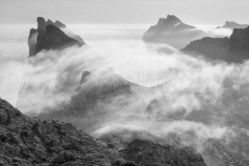 Nieblas matinales en las montañas de Pollensa. Sierra de Tramuntana, Mallorca