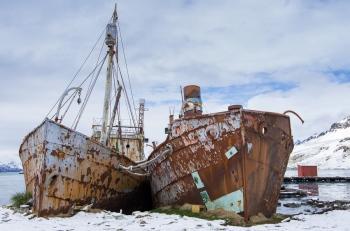 Old whaling ships - Grytviken - Juan Abal