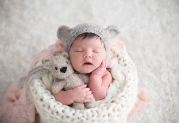 recien nacido con oso