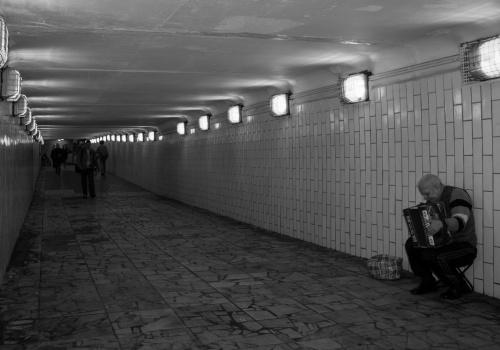 artista en el metro de moscu