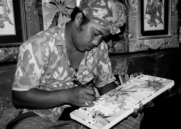 artesano pintor balines