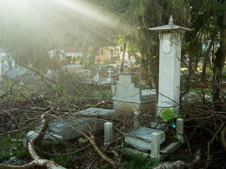 Chinese cemetery in havana, pictures and photos of last chineses in cuba