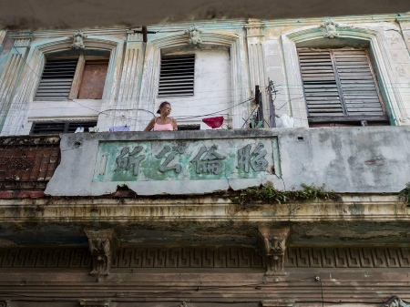 Old chinese balcony in Havana, pictures and photos of last chineses in cuba